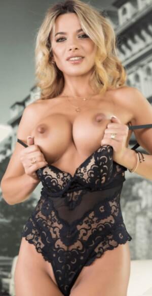 Shalina Devine Vr Porn