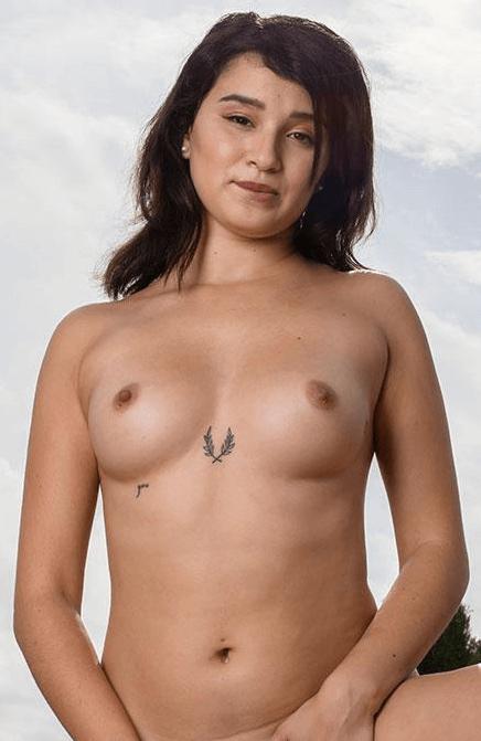 Mia Navarro VR
