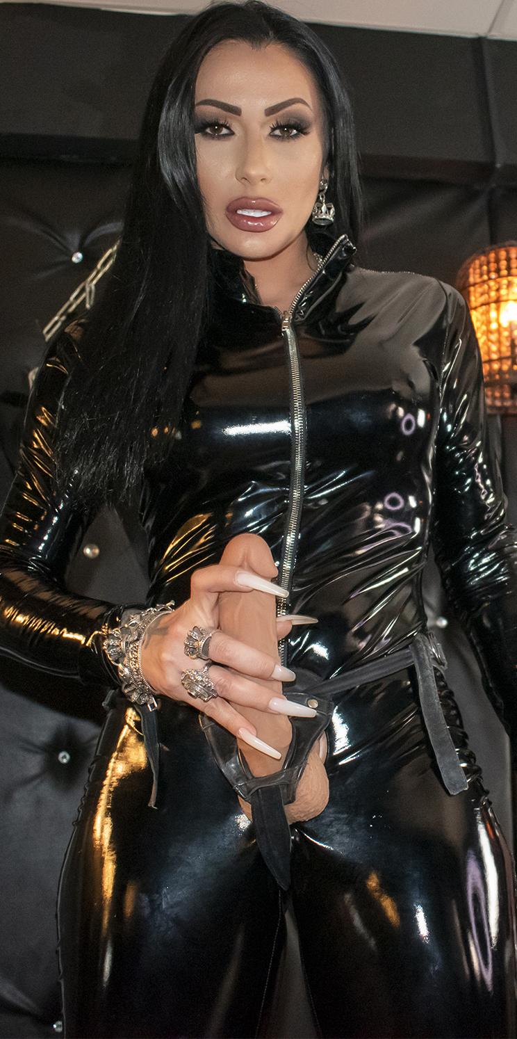 Mistress Kennya VR